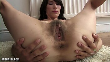 Ursula takes off yoga pants to show hairy twat Vorschaubild