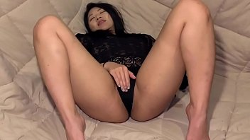 Streaming Video Sexy Asian babe Layla playing with her pussy - XLXX.video