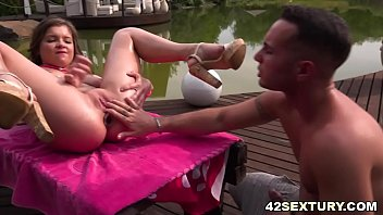 Renata Fox prepares her asshole for some dirty anal sex
