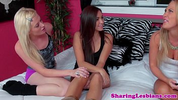 Teenage lesbian threeway for the new roommate