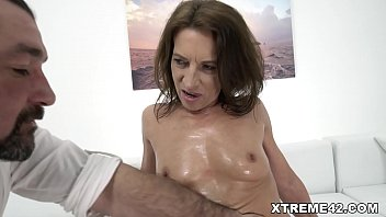Old woman is ready for some sex! 6 min