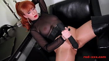 Red XXX masturbates in her crotchless pantyhose