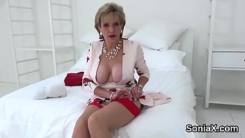 Unfaithful uk milf lady sonia presents her giant breasts