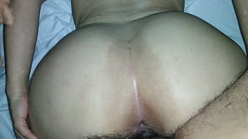 The whore receives thick and thick milk in her big pussy