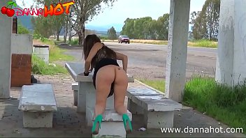 9748 LA PUTA DESCARADA DANNA HOT DESNUDA EN LUGARES PUBLICOS preview