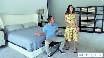 Milf and babe give double bj to stepdad