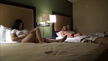 Step Brother & Step Sister Share a Hotel Room - Annika Eve - Family Therapy - Preview 11分钟