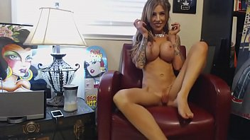 Young MILF's alone time  - from sexywebcams.pl