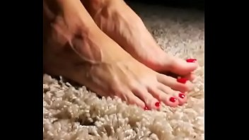 Cams4free.net - Soft Soles on Soft Carpet
