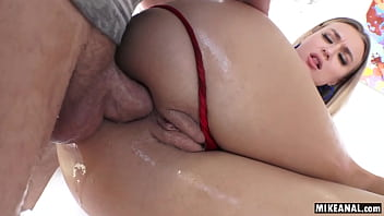 Natalia Starr gets assfucked until she gapes