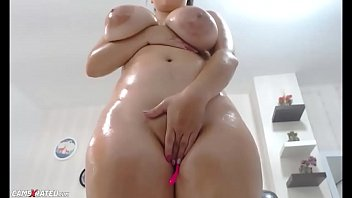 Awesome Wet Chubby Huge Boobs Squirting Camgirl thumbnail