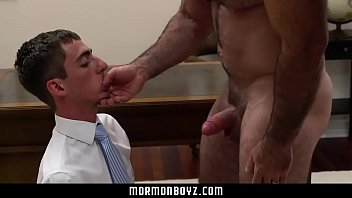 Gay twinks with bears - Mormonboyz - muscle bear daddy cums in timid tiny twinks mouth