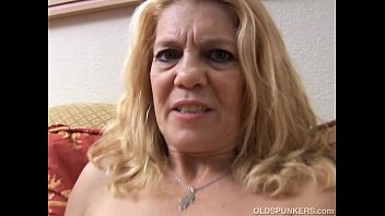Mature babe has a pierced pussy | Video Make Love