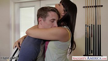 Beauty housewife Dana DeArmond gets facialized in POV