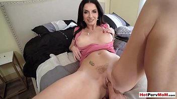 Fingering my busty MILF stepmothers frustrated pussy porno izle