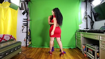 Queen RogueXXX begins her production (viewed from camera angle #1)