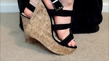 wedge-heels-show-off