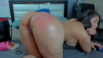 Her Loose big Bubble Butt can take her Whole Hand