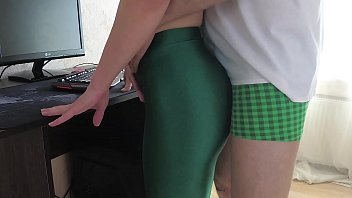 Streaming Video Russian Girl Sasha Bikeyeva - Home video of a girl in green leggings - XLXX.video