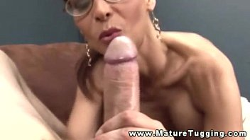 Free mature tugging