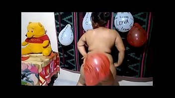 Chubby with big buttocks dancing sexy naked - video for her boyfriend at her cousin's house (Panama)