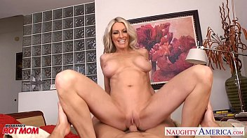 Busty mom Emma Starr suck and fuck two cocks in threesome