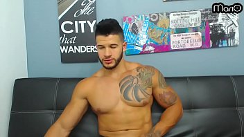 HOT LATIN BODYBUILDER SHOWS OFF HIS BIG ASS AND HOLE