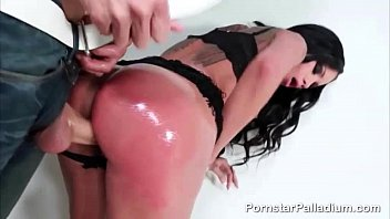 Stunning Raven Bay Blowjob Action