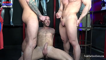 Threesome scene in a gay store - The making of Boner