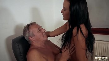 Chick from snap-chat loves to fuck her older boyfriend