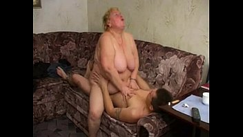 Large mature woman f. herself on him