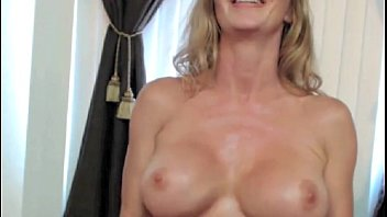 Blonde Milf Shows Off Pec Muscles On Cam - 312camgirls.com FREE