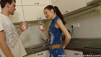 Casual Teen Sex - Casual fucking Timea Bella in a kitchen 6分钟