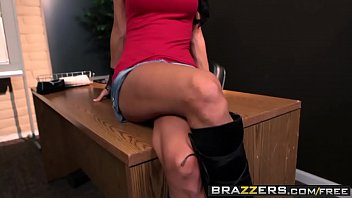 Slutty student (essica Jaymes) gets fucked in her peirced pussy - BRAZZERS
