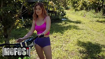 Stranded Teens - (Peter Green, Kara Lee) - Bike Riders Dream - MOFOS