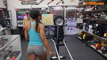 Gym trainer sells her stuff and screwed to earn extra money pornhub video