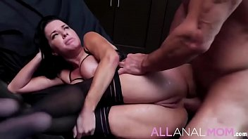 Intelligent MILF Veronica Avluv has a knack for understanding people&rsquo_s problems