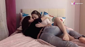 Hot Lesbians Pussy Licking and Fucking Sex Toys