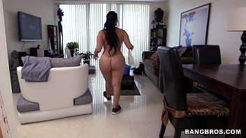 Lache naked - Paid the maid extra to clean naked
