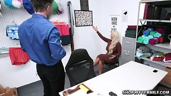 Big tits Milf Alura Jenson dwon on her knees and sucking a big cock befroe getting her milf pussy drilled
