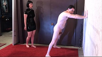 Ballbusting: Miss Snow Mercy destroys the balls of Andrea Diprè  #1148752
