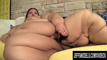 SSBBW Apple Bomb Plays with Some Sexy Toys