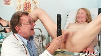 Gyno Doctor Spe culum Examines Old Mature Puss Old Mature Pussy Sofie