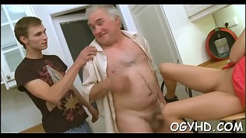 Free elderly porn movies - Teen gives a blow to an elderly man