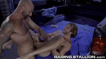 Hunk Construction Workers Fuck Good After Work - RagingStallion