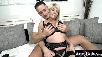 Mugur do his thing on MILF Amy's mature wet pussy