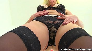 English milf Kat takes off her clothes and plays with dildo