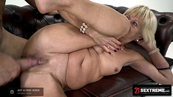 Divorced Granny Cleanses Her Pussy With Rough Fucking