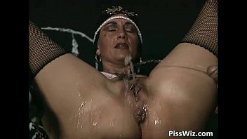 Old mild get fucked in her wet pussy