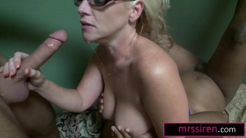 Self-Fisting Gangbang Milf Dee Siren Fucks Her Neighbors